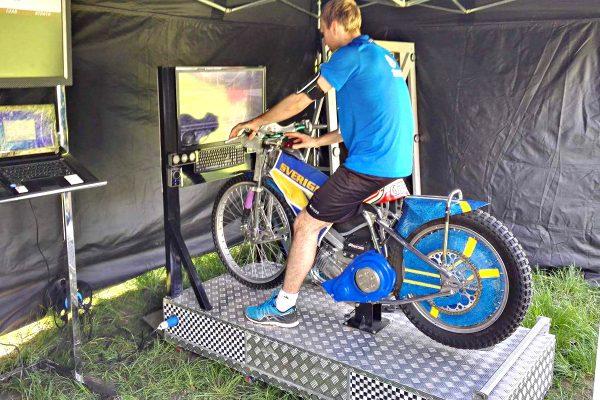 symulatory motocykli - park powiesin warszawa symulator żużlowy