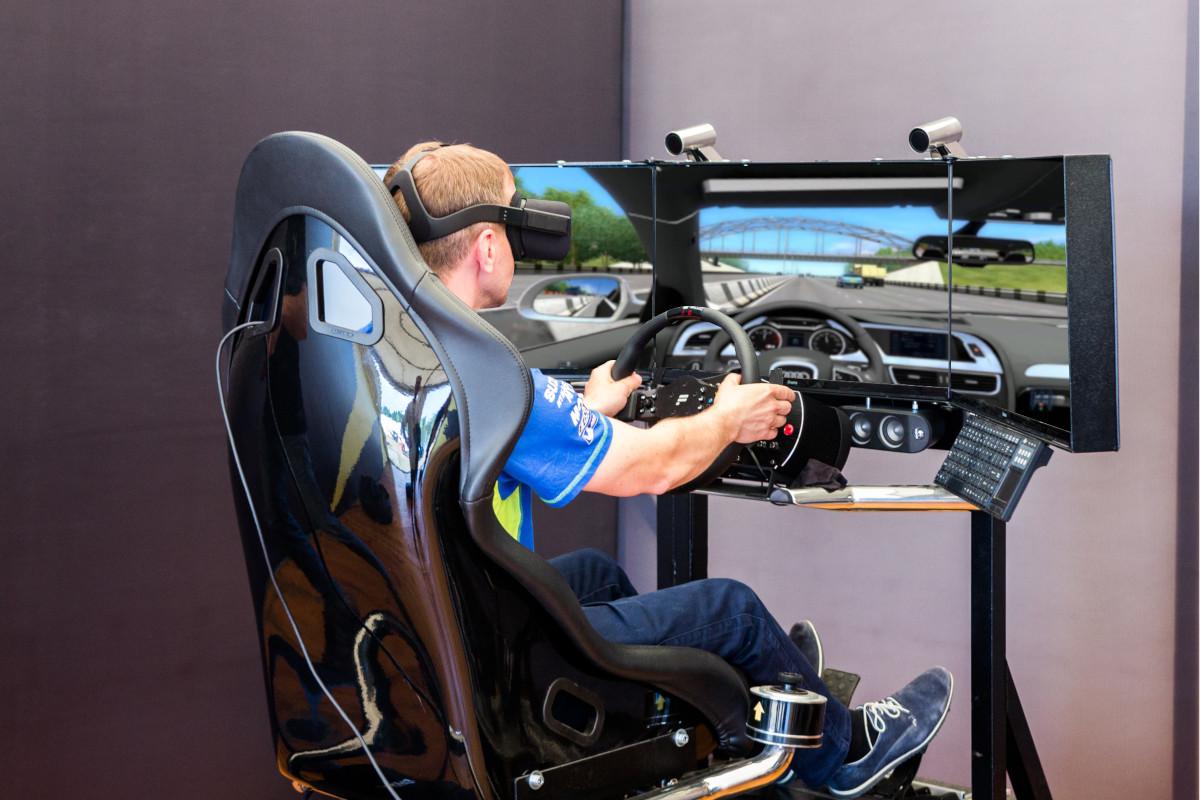 symulator_jazdy_elektrycznym_samochodem_vr_wynajem, ekologiczne atrakcje na imprezy i pikniki